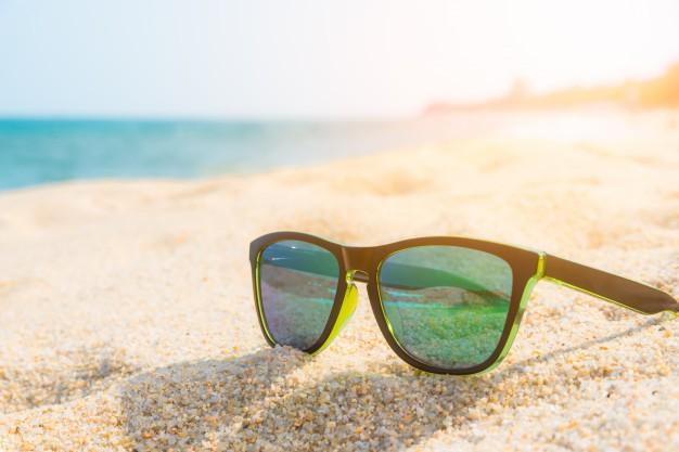 gafas-sol-costa-arenosa-concepto-verano_mayorista-lentes-sol-sunglass-wholesale
